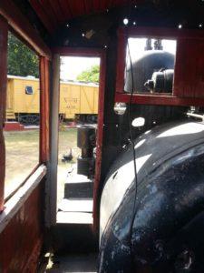 Interior de la cabina de la máquina a vapor UdeY 270, en Mérida Yucatán.