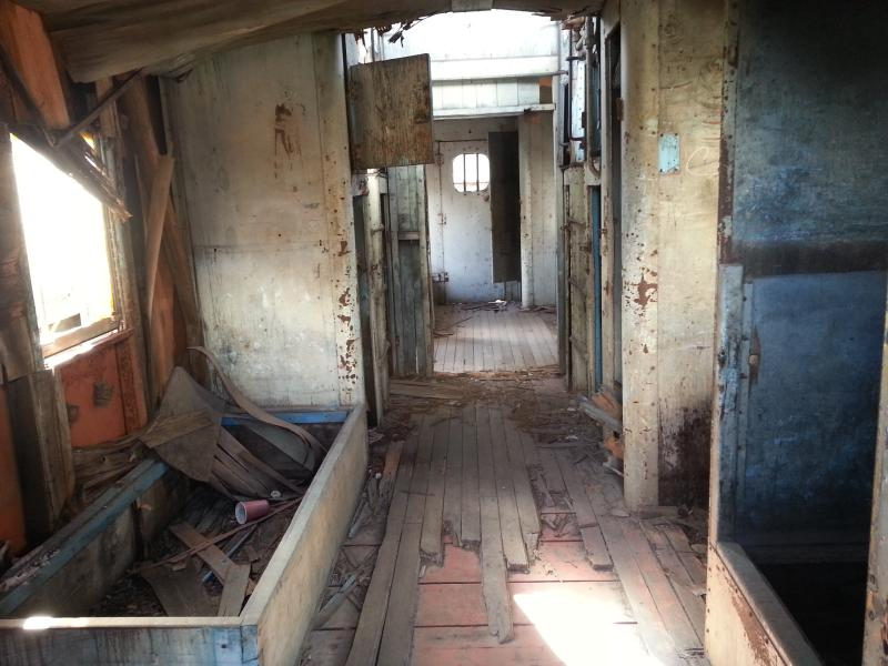 Imagen que muestra el deterioro en un cabús, con la mayoría de la madera en su interior carcomida