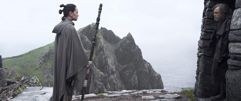 Rey y Luke Skywalker en una de las escenas en The Last Jedi