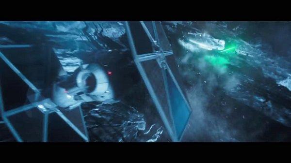 Han Solo: Una historia de Star Wars. Los efectos visuales son efectivos. Hay algo de acción en el espacio.